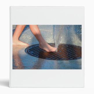 pie en fuente de agua