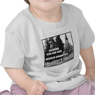 Pie grande diseño del escondite de Sasquatch Camisetas
