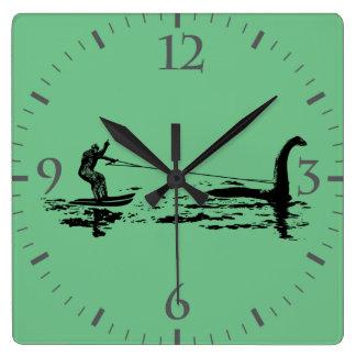 Pie y Nessie grandes Reloj Cuadrado