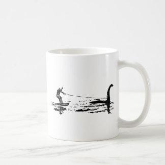 Pie y Nessie grandes Taza De Café