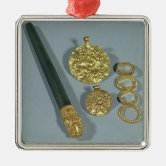 Piedra de afilar y anillos con la decoración adorno cuadrado plateado