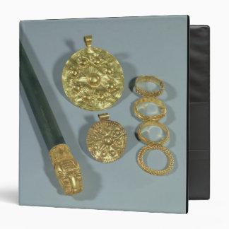 Piedra de afilar y anillos con la decoración