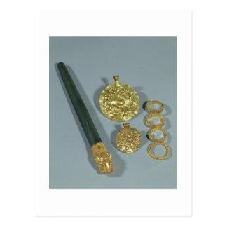 Piedra de afilar y anillos con la decoración granu tarjeta postal