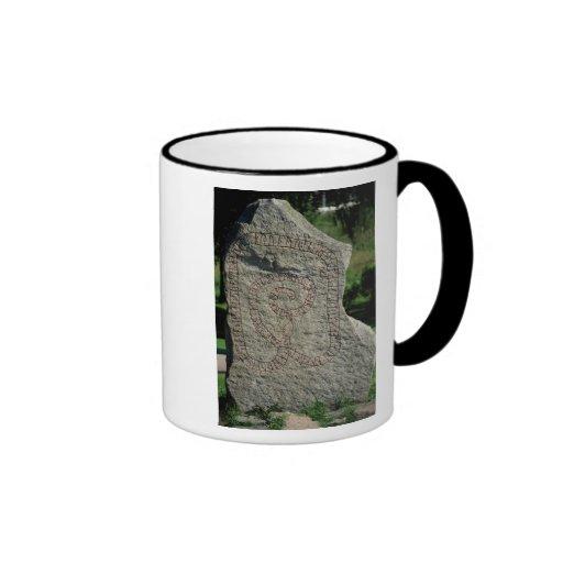 Piedra de la runa fuera del castillo de Gripsholm Taza De Café