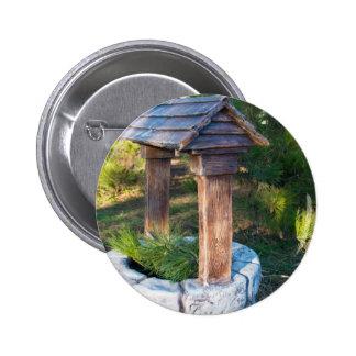 Piedra decorativa bien en el parque pin redondo 5 cm
