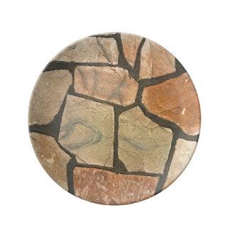 Piedra decorativa que pavimenta mirada plato de cerámica