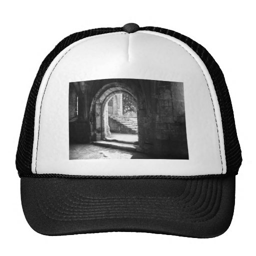piedra-escalera-en-fuente-abadía gorras de camionero