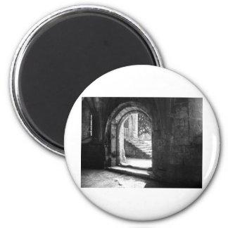 piedra-escalera-en-fuente-abadía imán redondo 5 cm