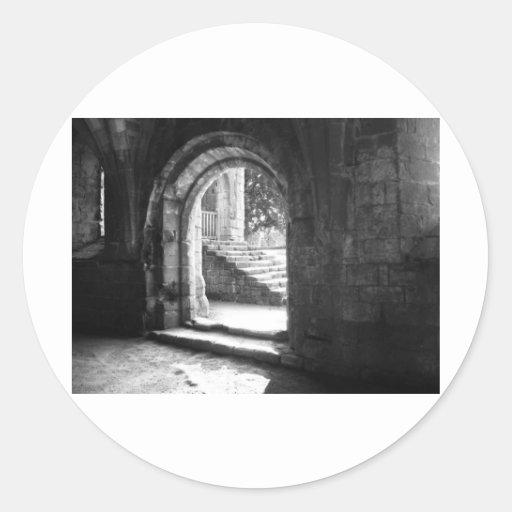 piedra-escalera-en-fuente-abadía pegatina redonda