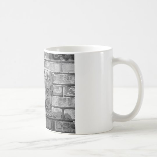Piedra hecha frente taza de café