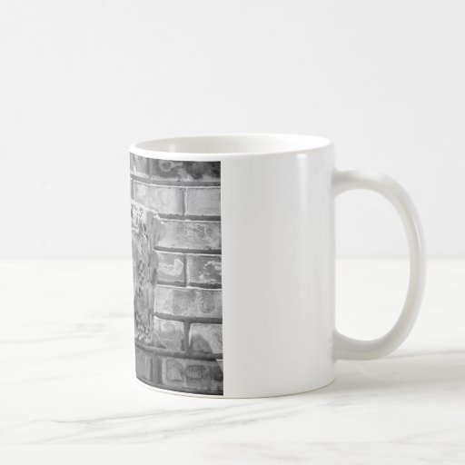 Piedra hecha frente tazas de café