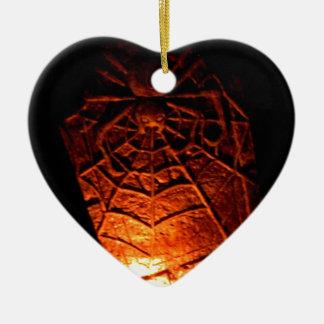 Piedra sepulcral de la araña adorno navideño de cerámica en forma de corazón