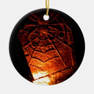 Piedra sepulcral de la araña adorno navideño redondo de cerámica