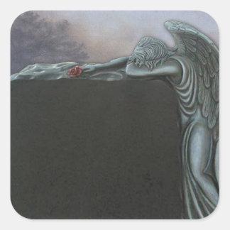 Piedra sepulcral gótica del ángel en el cementerio calcomania cuadrada personalizada