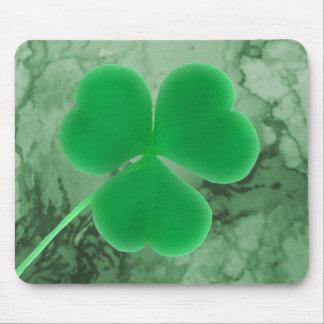 Piedra verde irlandesa del mármol del trébol del d tapete de ratones