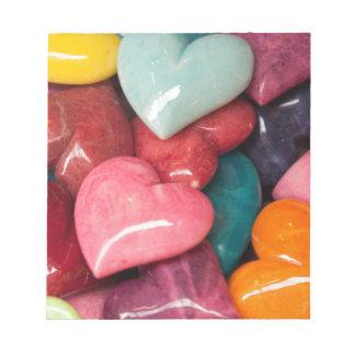 piedras coloreadas del corazón bloc de notas