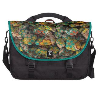 piedras con los floretes coloridos bolsas para ordenador