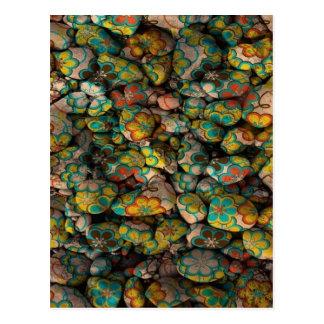piedras con los floretes coloridos tarjetas postales