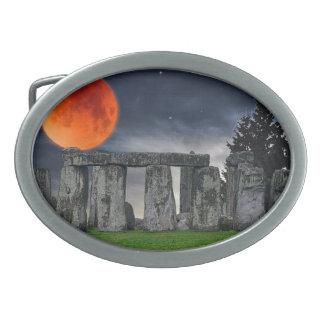Piedras derechas célticas de Stonehenge en Gran Hebillas De Cinturón Ovales