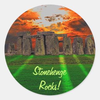 Piedras derechas célticas de Stonehenge en Gran Pegatina Redonda