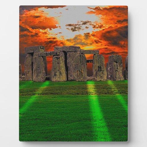 Piedras derechas de Stonehenge en la puesta del so Placas De Plastico