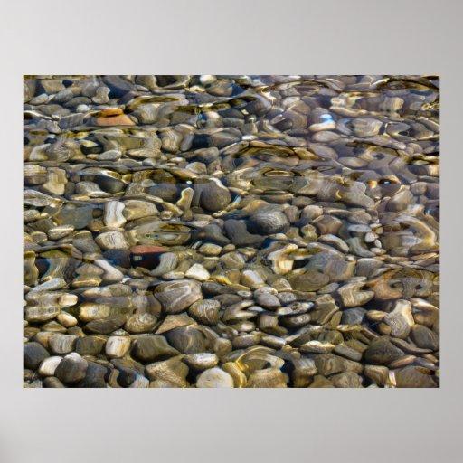 piedras en el agua póster