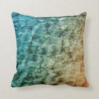 Piedras en el mar cojines