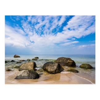 Piedras en la costa de mar Báltico Tarjeta Postal