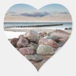Piedras en la orilla del mar Báltico Pegatina Corazón Personalizadas
