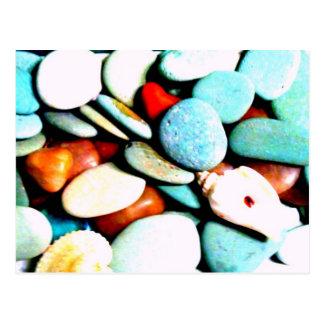 Piedras en las arenas postales