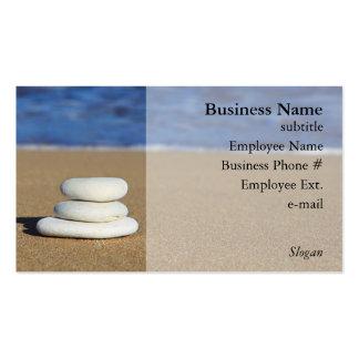 Piedras en las tarjetas de visita de la playa