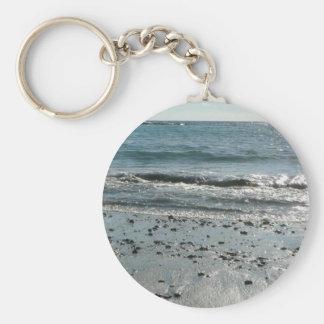 Piedras en orilla de la playa llavero