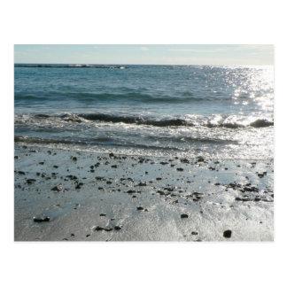 Piedras en orilla de la playa postal