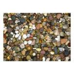 Piedras/invitación coloreadas de los guijarros