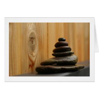 Piedras y madera de la meditación del mojón tarjeta de felicitación