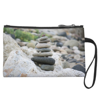 Piedras zen en la playa de Almería
