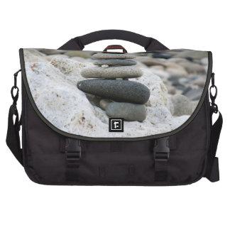 Piedras zen en la playa de Almería Bolsa De Ordenador