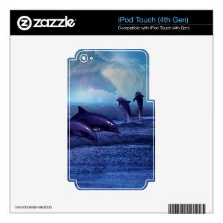 Piel de la diversión y del juego de los delfínes iPod touch 4G skin