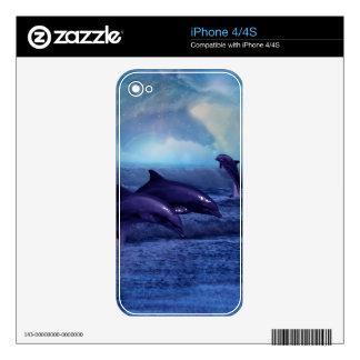 Piel de la diversión y del juego de los delfínes skin para el iPhone 4