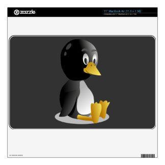 Piel de Zazzle del dibujo animado del pingüino Calcomanía Para MacBook