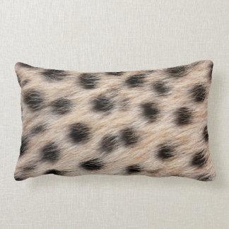 piel del guepardo o plantilla manchada negro de la almohadas
