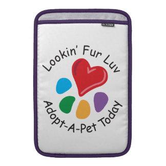 Piel Luv de Adoption_Heart-Paw_Lookin del mascota Fundas Para Macbook Air