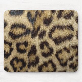 Piel manchada del leopardo mouse pad