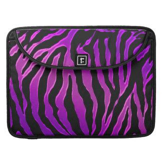 Pieles rosadas y púrpuras eléctricas de la cebra funda para macbooks