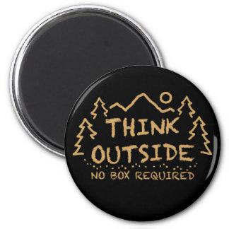 Piense afuera, ninguna caja requerida imán redondo 5 cm