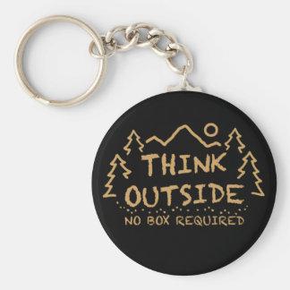 Piense afuera, ninguna caja requerida llavero redondo tipo pin