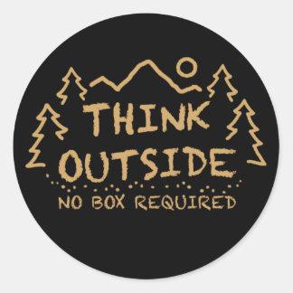 Piense afuera ninguna caja requerida etiqueta redonda