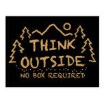 Piense afuera, ninguna caja requerida tarjeta postal