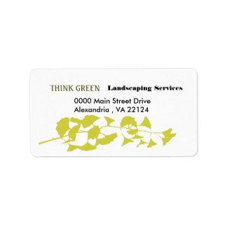 Piense ajardinar verde etiqueta de dirección