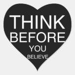 Piense antes de que usted crea (negro) calcomanía corazón personalizadas
